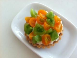 イエローグリーンのプチトマトタルト