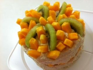 フルーツたっぷり豆腐クリームのスポンジケーキ